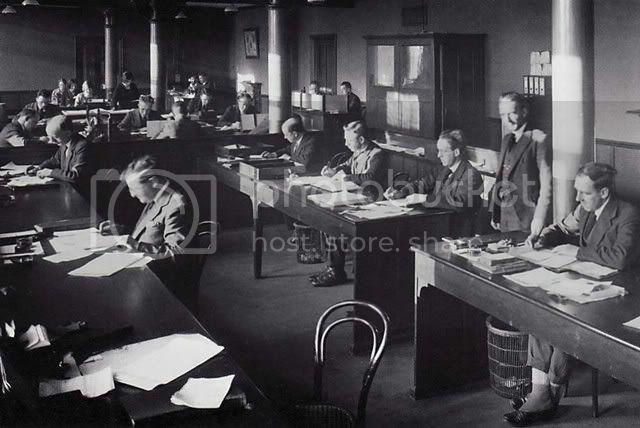 clerks1927sm.jpg