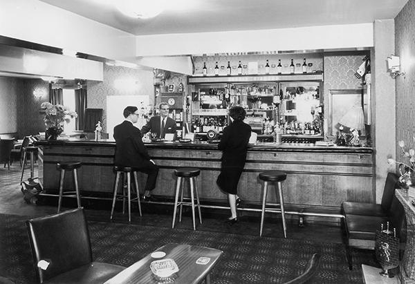 Crown-Bar-1965-JB.jpg